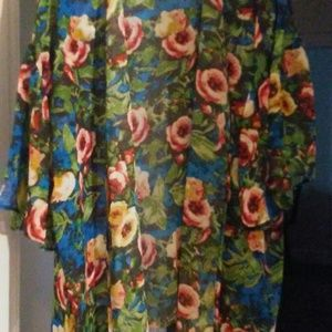 Women's top floral. New never be worn.